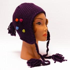 Lila, fülvédős kötött sapka